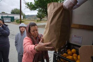 2012-12-30_05_hollister_migrant_worker_food